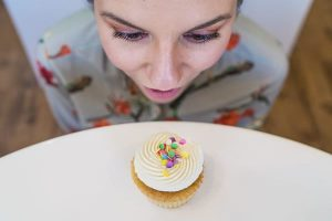 peace with food, intuitive eating, cupcake